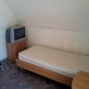 двухэтажный сруб - односпальная кровать